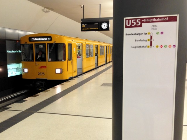 U55 train at Brandenburger Tor